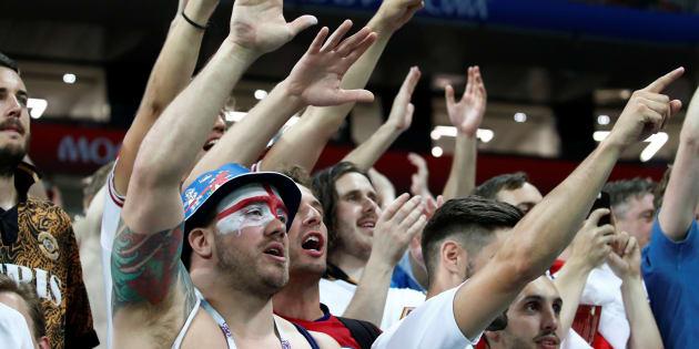 Tristes mais fiers de leur équipe, les Anglais ont chanté après la défaite contre la Croatie.
