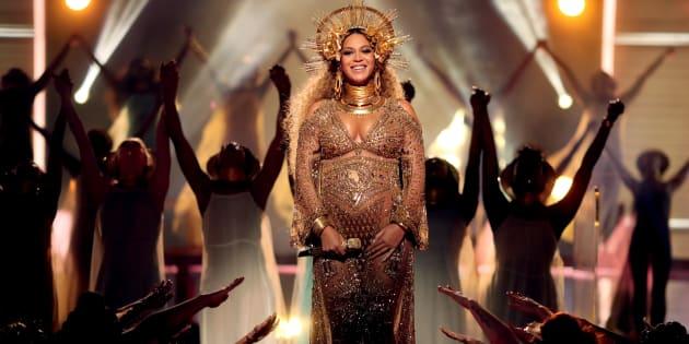 Beyoncé a livré un show grandiose lors de la cérémonie des Grammy Awards, ce dimanche 12 février à Los Angeles.