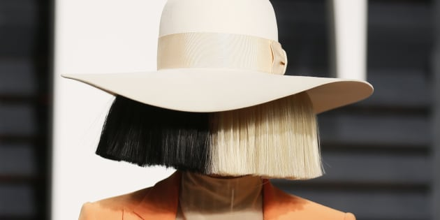 Sia shares naked pic of herself before photog can sell it