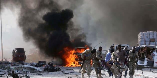 O ataque ocorreu em frente ao hotel Safari, que fica perto de ministérios do governo somali e em uma rua bastante movimentada de Mogadíscio.