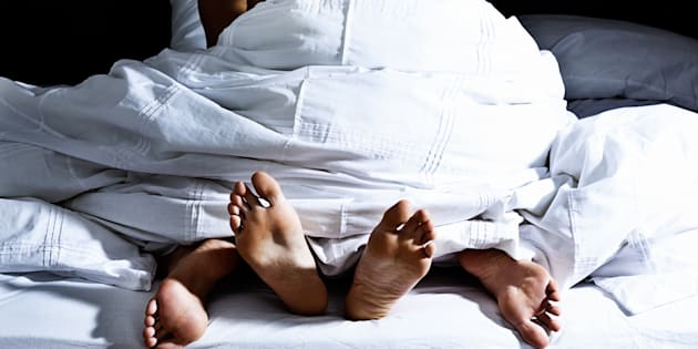 Pour ne pas éjaculer trop vite, lors d'un rapport sexuel, écarter les cuisses peut être utile.