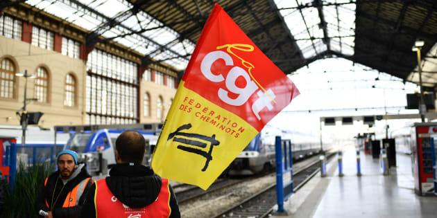 """Censée """"ménager"""" les usagers, la grève en pointillé va-t-elle se retourner contre les cheminots?"""