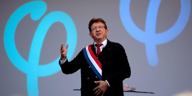 """Mélenchon prévient Macron qu'il est prêt à tout pour le faire """"dégager""""."""