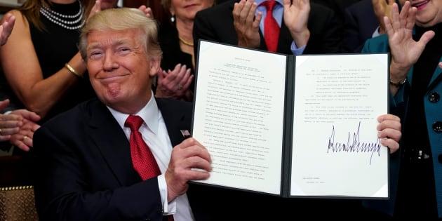 """L'absurde lettre du médecin de Trump attestant de son """"incroyable santé"""" a été écrite... par Trump"""