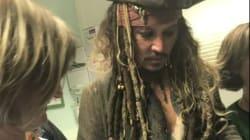 Jack Sparrow... euh Johnny Depp visite des enfants