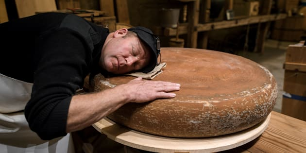 Ce fromager suisse affine son emmental en musique