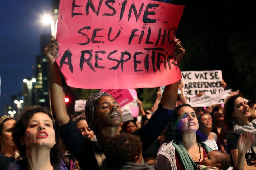 Manifestação em São Paulo contra estupro coletivo de adolescente no Rio de Janeiro.
