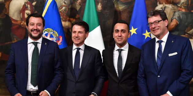 """Luigi Di Maio: """"Il reddito di cittadinanza si fa, hanno firmato"""""""