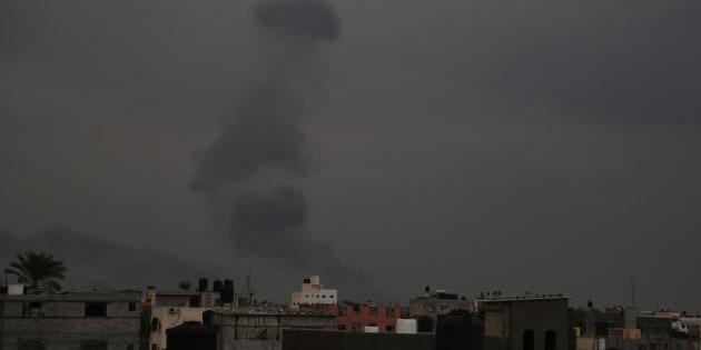 Aria di guerra a Gaza. Israele lancia un raid aereo e chiude i valichi della Striscia | L'Huffington Post
