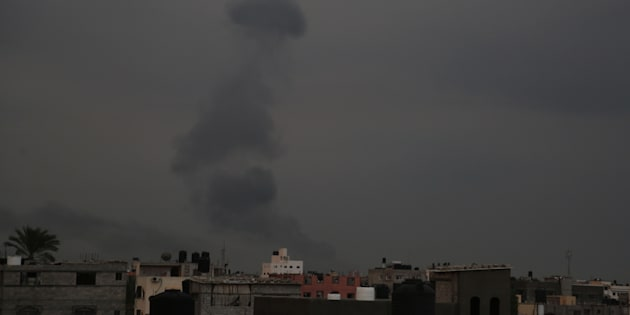 Gaza: dopo razzi Israele chiude valichi