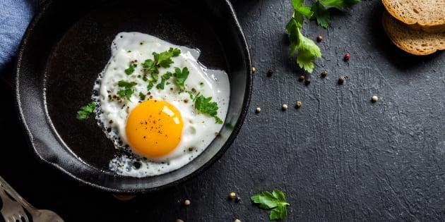 Afinal, é melhor comer só as claras ou o ovo inteiro?