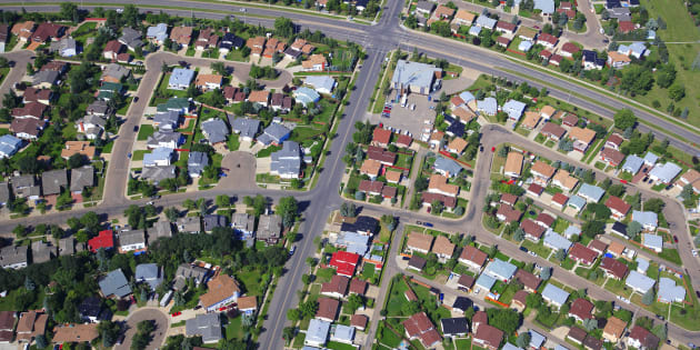 Aerial shot of a residential neighbourhood in Edmonton.