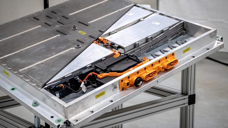 Feuding Korean Firms Risk Disrupting Electric Car Battery