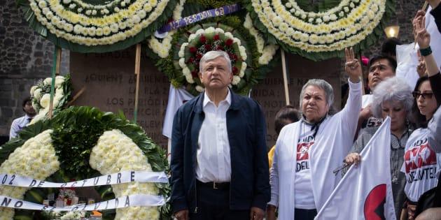 Andrés Manuel López Obrador, presidente electo de México, acompañado de integrantes de su gabinete montaron una guardia de honor en la Plaza de las Tres Culturas de Tlatelolco, el 2 de octubre de 2018.