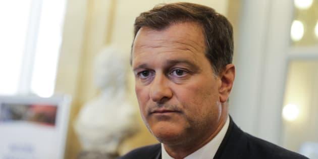 """Assistants d'eurodéputés: Louis Aliot, vice-président du FN, à son tour mis en examen pour """"abus de confiance"""""""
