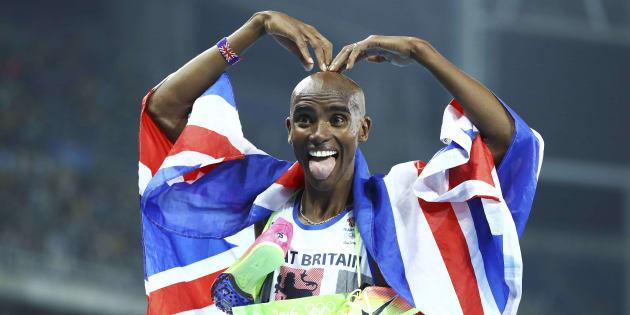 Mo Farah célèbre sa médaille d'or sur 5000m lors des Jeux olympiques de Rio en 2016.