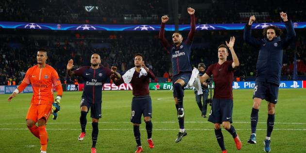 Les joueurs parisiens fêtent leur qualification pour les 8e de finale de la Ligue des champions.