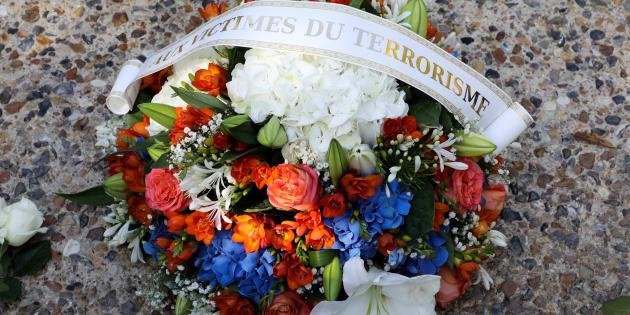 Un bouquet déposé le 19 septembre 2018, date privilégiée par l'Association française des victimes du terrorisme (AFVT).