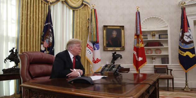 El presidente Donald Trump hablaó con miembros de las fuerzas armadas en una videoconferencia el martes 25 de diciembre, desde la Casa Blanca.