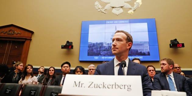 El CEO de Facebook, Mark Zuckerberg, testifica ante una audiencia del Comité de Energía y Comercio de la Cámara con respecto al uso y protección de datos de usuarios en Capitol Hill en Washington, EU, 11 de abril de 2018.