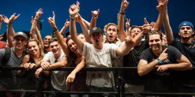 Des festivaliers très impatients de voir les Red Hot Chili Peppers en 2016. (Alice Chiche/HuffPost Québec)