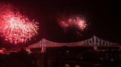 Une illumination spéciale du pont Jacques-Cartier pour la fête du