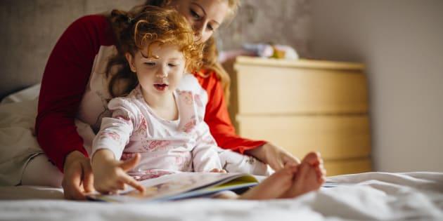 Você pode incentivar a leitura criando uma rotina diária com a criança