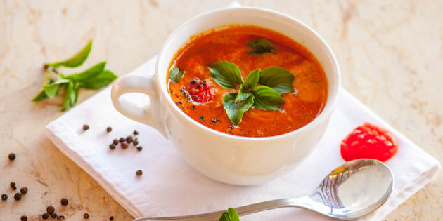 Tradicional prato espanhol, o gazpacho é uma sopa fria refrescante e absurdamente simples de fazer.