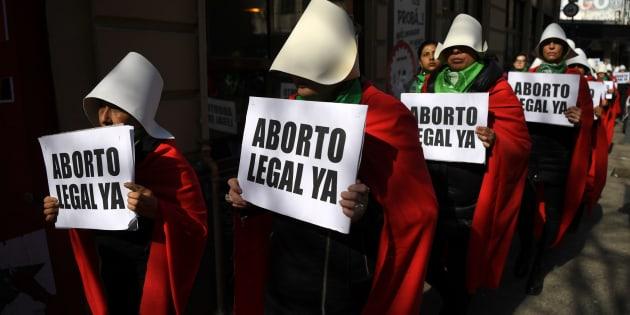 El proyecto de ley para legalizar el aborto en Argentina no logró el visto bueno de las comisiones del Senado que lo analizaron, pero igualmente será debatido por el pleno de la Cámara Alta la próxima semana.