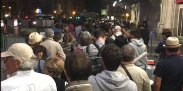 La gare de Lyon complètement saturée après de gros retards de TGV.
