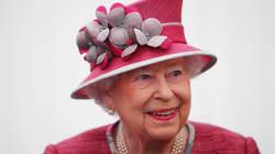 La Regina Elisabetta porta con sé i soldi soltanto un giorno a settimana per una ragione