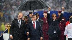 Macron aussi a mouillé le maillot (Poutine, lui, était bien au