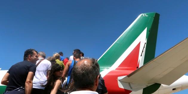 "Alitalia agli italiani. Toninelli: ""Tornerà compagnia d"