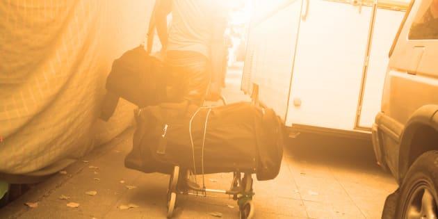 Ces migrants, souvent qualifiés à tort «d'illégaux», forment en réalité un groupe diversifié dont la situation de vie est généralement beaucoup plus nuancée que ce que le terme véhicule.