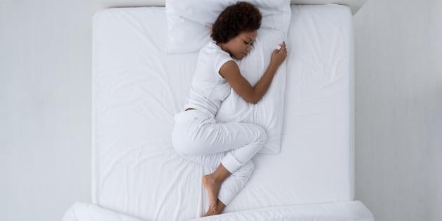 """""""On sait par de très nombreuses études épidémiologiques que dormir moins de 6 heures est associé à un risque plus élevé d'obésité, de diabète de type 2, d'hypertension, de pathologies cardiaques et d'accidents"""""""