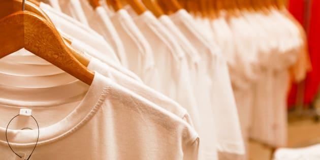 Comment expliquer la différence de prix entre un T-shirt blanc à 5 euros et un à 125 euros ?