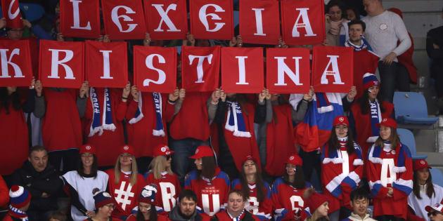 Des partisans russes encouragent les Athlètes olympiques de Russie le 15 février.
