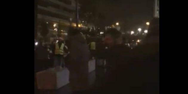 Une quarantaine de manifestants devant la rédaction de BFMTV lundi 19 novembre.