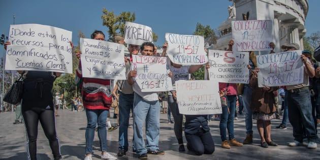 """Damnificados por el sismo del 19 de septiembre y pertenecientes al colectivo """"19 S"""" se manifestaron a 7 meses del #19S de 2017."""