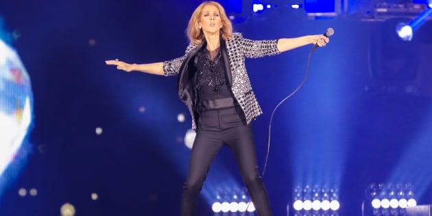 Céline Dion accueille une jeune fan sur scène