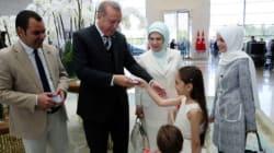 Bana, la petite Syrienne d'Alep, a reçu son passeport turc des mains