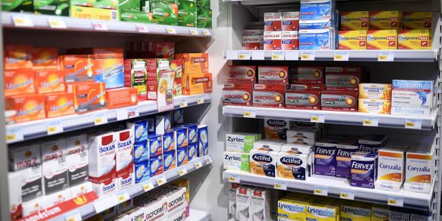 Les compléments alimentaires, un succès qui laisse la science sceptique (Les rayons d'une pharmacie française, novembre 2017).