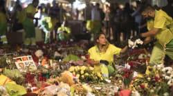 Cartas, velas, juguetes, banderas, flores...: La Rambla guarda sus ofrendas para recordar siempre a las