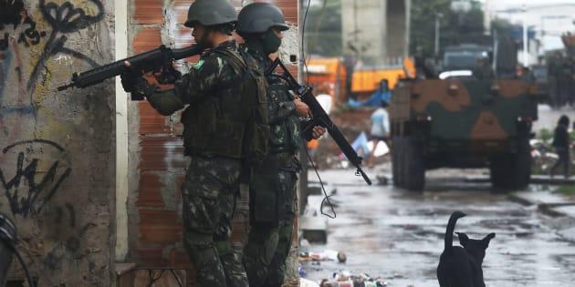 As Forças Armadas vão permanecer no Rio de Janeiro até o final deste ano.