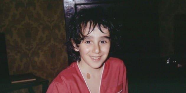 """Reconnaissez-vous Elie Semoun en petit garçon sur cette """"photo prise au réveil""""?"""