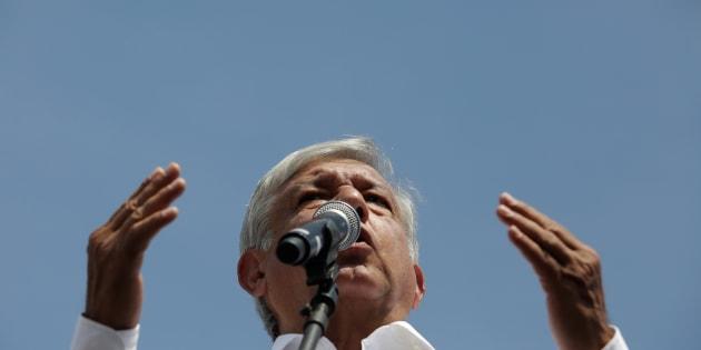 De gira por Nuevo León, López Obrador se manifiesta por colaborar con la iniciativa privada.