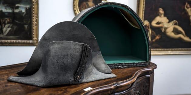 Un bicorne de Napoléon (photo) vendu 350.000 euros aux enchères