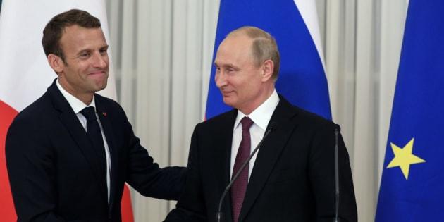 Emmanuel Macron et Vladimir Poutine à Saint-Pétersbourg le 24 mai 2018.