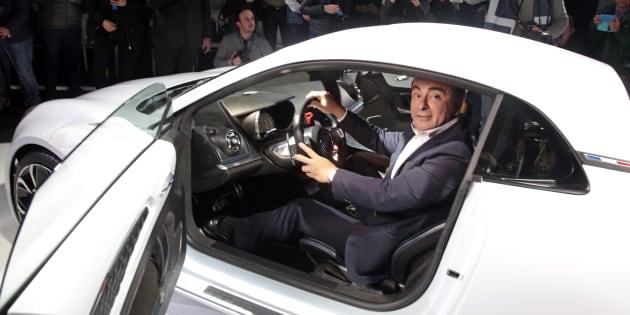 Carlos Ghosn dans un concept car Renault à Monaco en février 2016