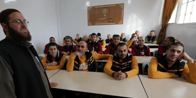 D'anciens membres de l'Etat Islamique vus dans un centre de déradicalisation en Syrie, au nord d'Alep, le 2 novembre 2017.